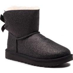 Buty UGG - W Mini Bailey Bow Sparkle 1100053 W/Blk. Szare buty zimowe damskie marki Ugg, z materiału, z okrągłym noskiem. Za 879,00 zł.