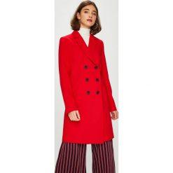 Answear - Płaszcz. Czerwone płaszcze damskie marki ANSWEAR, l, z materiału, klasyczne. W wyprzedaży za 199,90 zł.