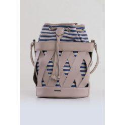 Prążkowana torebka w koszyczku. Szare torebki klasyczne damskie Monnari, w prążki, prążkowane. Za 91,60 zł.