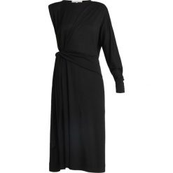 POSTYR POSDAPHNE DRESS Długa sukienka black. Czarne długie sukienki POSTYR, z dżerseju, z długim rękawem. Za 459,00 zł.