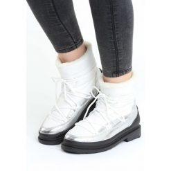 Białe Śniegowce Good Reason. Czarne buty zimowe damskie marki Cropp. Za 114,99 zł.