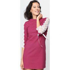 Fuksjowa Sukienka Jazz Steady. Różowe sukienki hiszpanki Born2be, s, w kratkę, z koronki, z dekoltem w łódkę, mini, proste. Za 39,99 zł.