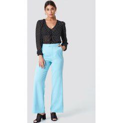 Spodnie damskie: NA-KD Classic Dopasowane spodnie z szerokimi nogawkami - Blue