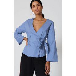 Bluzki damskie: NA-KD Trend Kopertowa bluzka kimono – Blue