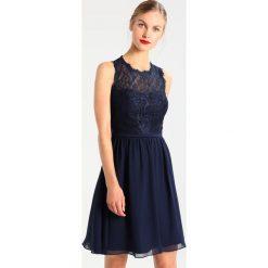 Laona Sukienka koktajlowa stormy blue. Niebieskie sukienki koktajlowe marki Laona, z materiału. W wyprzedaży za 479,20 zł.