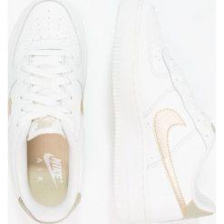 Nike Sportswear AIR FORCE 1 (GS) Tenisówki i Trampki summit white/metallic gold star. Białe trampki chłopięce Nike Sportswear, z materiału, retro. Za 319,00 zł.