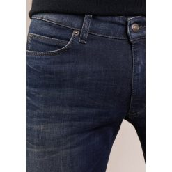 DRYKORN JAW  Jeansy Slim Fit blue. Niebieskie jeansy męskie relaxed fit marki DRYKORN, m, z dekoltem karo. W wyprzedaży za 566,10 zł.