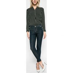 Guess Jeans - Jeansy Curve X Chino. Niebieskie chinosy damskie Guess Jeans, z bawełny. W wyprzedaży za 449,90 zł.