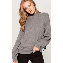 Sweter z bufiastymi rękawami - Szary. Szare swetry klasyczne damskie Mohito, l. Za 119,99 zł.