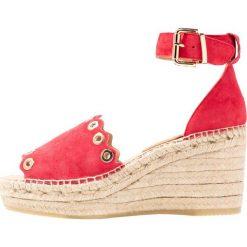 Kanna CAPRI Sandały na platformie rojo. Czerwone sandały damskie Kanna, z materiału, na koturnie. Za 459,00 zł.
