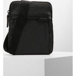 Calvin Klein NEIL FLAT Torba na ramię black. Czarne torby na ramię męskie marki Calvin Klein. W wyprzedaży za 175,45 zł.