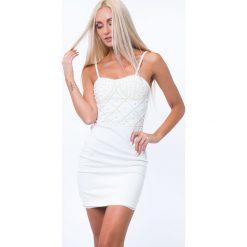 Sukienka elegancka z perełkami kremowa ZZ229. Białe sukienki Fasardi, l, eleganckie. Za 111,20 zł.