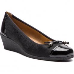 Półbuty CAPRICE - 9-22350-21 Black Comb 019. Czarne półbuty damskie lakierowane Caprice, z lakierowanej skóry, na koturnie. Za 249,90 zł.