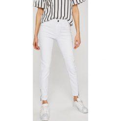 Vero Moda - Jeansy Seven. Białe jeansy damskie marki Vero Moda, z bawełny. Za 129,90 zł.