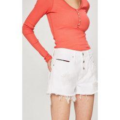 Tommy Jeans - Szorty. Szare bermudy damskie Tommy Jeans, z bawełny, casualowe. W wyprzedaży za 239,90 zł.