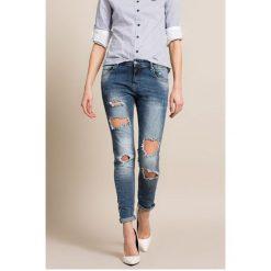 Answear - Jeansy. Niebieskie jeansy damskie ANSWEAR, z aplikacjami, z bawełny. W wyprzedaży za 129,90 zł.