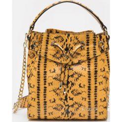 Żółto czarna torebka damska. Czarne torebki klasyczne damskie marki Kazar, w paski, ze skóry, duże, z tłoczeniem. Za 849,00 zł.