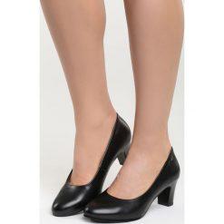 Czarne Czółenka Pyrrhic Victory. Czarne buty ślubne damskie marki Born2be, ze skóry, z okrągłym noskiem, na słupku. Za 79,99 zł.