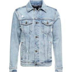 Hollister Co. TRUCKER VARSITY Kurtka jeansowa light wash. Niebieskie kurtki męskie jeansowe marki Reserved, l. Za 359,00 zł.