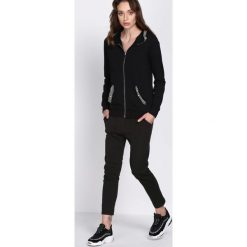 Czarne Spodnie Dresowe Walk Free. Czarne spodnie dresowe damskie marki Born2be, l. Za 34,99 zł.