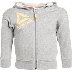 Reebok Bluza rozpinana mid grey heather. Szare bluzy chłopięce rozpinane marki Reebok, z bawełny. W wyprzedaży za 125,10 zł.