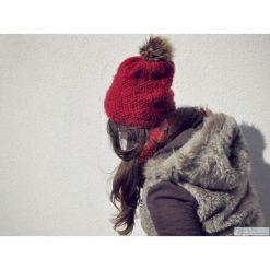 CUBE Red Czapka 100% WEŁNA. Czerwone czapki zimowe damskie marki Pakamera, w jednolite wzory, z futra. Za 185,00 zł.