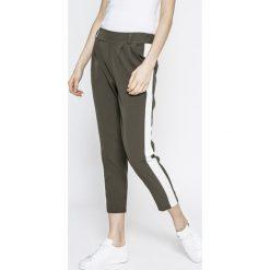 Answear - Spodnie Sporty Fusion. Niebieskie rurki damskie marki House, z jeansu. Za 99,90 zł.