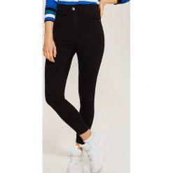 Jeansy high waist skinny - Czarny. Czarne jeansy damskie skinny marki KIPSTA, z poliesteru, do piłki nożnej. Za 79,99 zł.