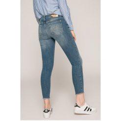 Desigual - Jeansy. Niebieskie jeansy damskie rurki marki Desigual, z haftami, z bawełny. W wyprzedaży za 239,90 zł.
