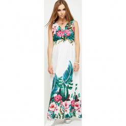 Sukienka maxi w kwiaty z kopertowym dekoltem biała. Białe długie sukienki Yups, s, w kwiaty, z poliesteru, z kopertowym dekoltem, kopertowe. Za 99,90 zł.