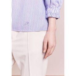 Emporio Armani Bluzka white. Białe bluzki damskie marki Emporio Armani, z bawełny. W wyprzedaży za 350,55 zł.