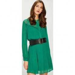Pepe Jeans - Sukienka Luppe. Zielone długie sukienki marki Pepe Jeans, na co dzień, m, z jeansu, casualowe, z długim rękawem, plisowane. Za 359,90 zł.