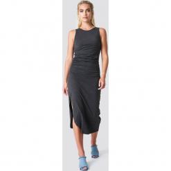 NA-KD Trend Sukienka z marszczeniem z boku - Black. Białe sukienki na komunię marki NA-KD Trend, w paski, z poliesteru, z klasycznym kołnierzykiem, midi. Za 100,95 zł.