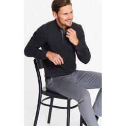 KOSZULA MĘSKA DZIANINOWA Z KOŁNIERZEM Z TKANINY. Szare koszule męskie marki Polo Ralph Lauren, l, z bawełny, button down, z długim rękawem. Za 39,99 zł.