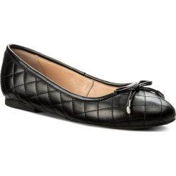 Baleriny WOJAS - 842251 Czarny. Czarne baleriny damskie marki Wojas, z materiału, z okrągłym noskiem. W wyprzedaży za 219,00 zł.