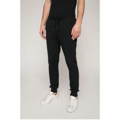 Calvin Klein Jeans - Spodnie. Szare jeansy męskie z dziurami marki Calvin Klein Jeans, z bawełny. Za 449,90 zł.