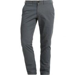 Abercrombie & Fitch SLIM BASIC Spodnie materiałowe grey. Szare rurki męskie Abercrombie & Fitch, z bawełny. Za 349,00 zł.
