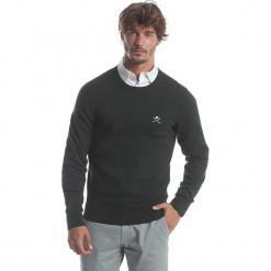 Sweter w kolorze zielonym. Zielone swetry klasyczne męskie marki Polo Club Men, m, z haftami, z bawełny, z okrągłym kołnierzem. W wyprzedaży za 173,95 zł.