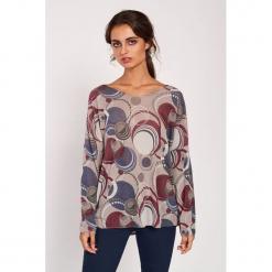 Koszulka w kolorze beżowym ze wzorem. Brązowe bluzki nietoperze marki Dioxide, s, w geometryczne wzory, z dekoltem w łódkę, z długim rękawem. W wyprzedaży za 89,95 zł.