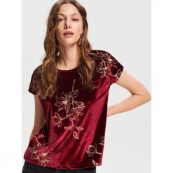Welurowy T-shirt - Różowy. Czerwone t-shirty damskie marki Reserved, l, z weluru. Za 79,99 zł.