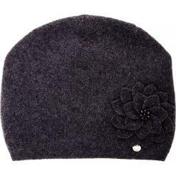 Wełniana grafitowa czapka z kwiatem QUIOSQUE. Szare czapki zimowe damskie QUIOSQUE, z poliamidu. Za 99,99 zł.