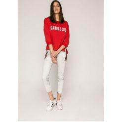 Guess Jeans - Jeansy Beverly. Szare jeansy damskie rurki marki Guess Jeans, z obniżonym stanem. W wyprzedaży za 479,90 zł.