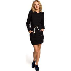 ALIVIA Mini sportowa sukienka z kapturem - czarna. Sukienki małe czarne Moe, sportowe, z kapturem, sportowe. Za 159,90 zł.