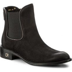 Sztyblety CARINII - B4074 360-E50-POL-C58. Czarne buty zimowe damskie Carinii, z materiału, na obcasie. W wyprzedaży za 239,00 zł.