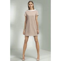 Beżowa Sukienka Mini w stylu Lat 60-tych. Brązowe sukienki Molly.pl, na imprezę, xxl, w geometryczne wzory, z tkaniny, eleganckie, z krótkim rękawem, mini, oversize. Za 135,90 zł.
