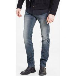 Dżinsy slim LEON SC079 INDIGO KNIT. Czarne jeansy męskie slim marki Jack & Jones, l, z bawełny, z okrągłym kołnierzem. Za 249,86 zł.