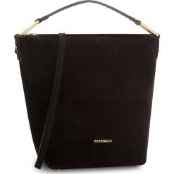 Torebka COCCINELLE - CD1 Liya Suede E1 CD1 13 01 01 Noir/Noir 001. Czarne torebki klasyczne damskie marki Coccinelle, ze skóry. W wyprzedaży za 979,00 zł.