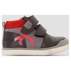 Buty sportowe skórzane Gowaou. Czerwone buty sportowe chłopięce marki Kickers, z kauczuku, na obcasie. Za 285,56 zł.