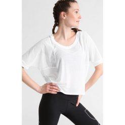 Nike Performance Koszulka sportowa white. Białe topy sportowe damskie marki Nike Performance, l, z materiału. W wyprzedaży za 139,30 zł.