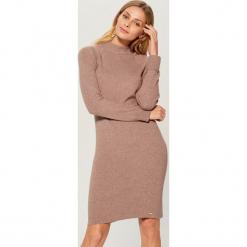 Dopasowana sukienka z dzianiny - Beżowy. Brązowe sukienki dzianinowe marki Mohito, l, dopasowane. Za 119,99 zł.